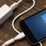 Ilustrasi isi daya baterai ponsel