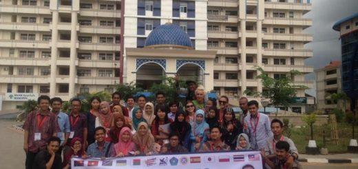 Mahasiswa mengikuti Summer program di Unismuh.